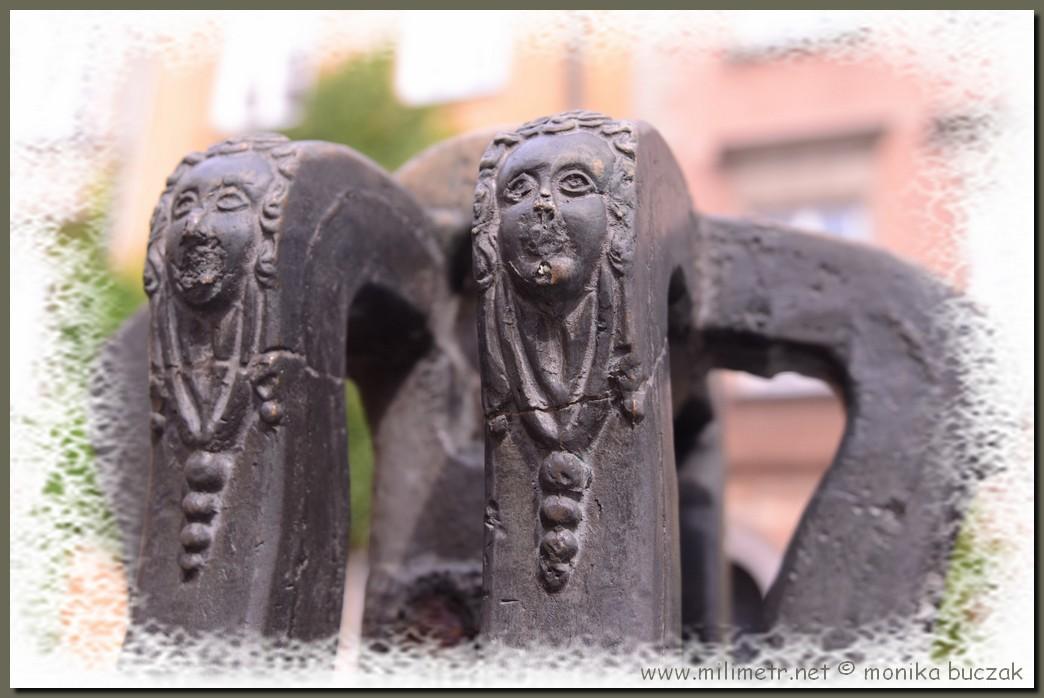 warszawa-stare-miasto-20110807-39-dzwon-w-ramce